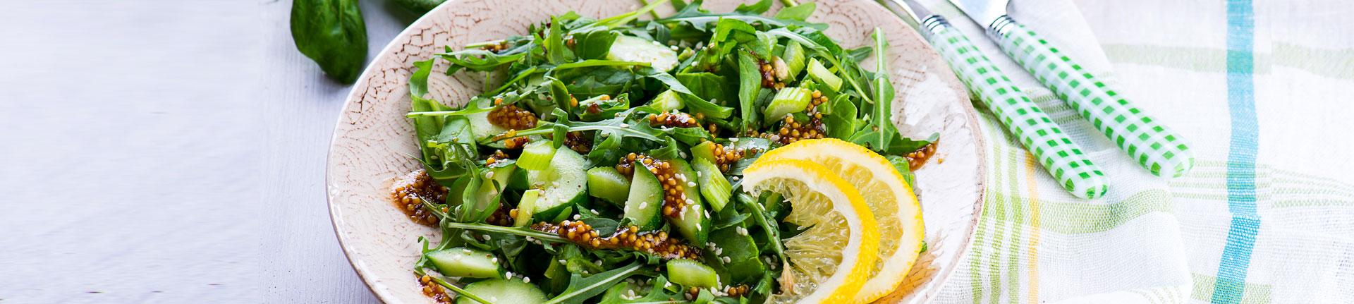 Salada de quinoa com molho de limão, pimenta jalapeño e mel